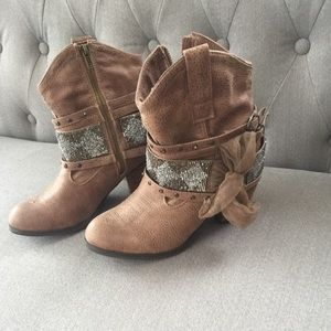 NWT not rated boots from the buckle